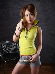 Yuu Hazuki strips and shows her sexy body