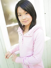 Young asian cutie Satomi Sinjou