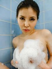 Sofia Takigawa puts foam on her crack and big assets in bathtub