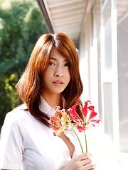 Busty asian Asana Mamoru in great sexy posing