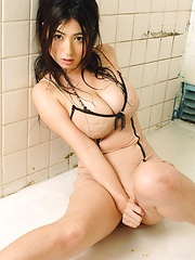 Takizawa Nonami all wet in the shower posing her natural big tits