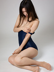 Yamada Reika gets cumshot on spandex ass