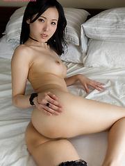 Yokoyama Natsuki does handjob for cum