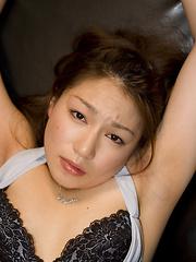 Sexy Sayaka Kurashina gets facialed