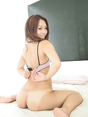 Misato Toma shows booty