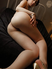 Sexy japanese girl Ayano shows her booty