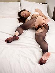 Maeshiro Shizuka on the bed