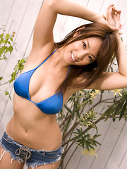 Ayaka Noda Asian in blue bath suit exposes big cans outdoor