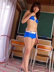 Asami Tsubaki Asian has sexy legs in very short pants at school