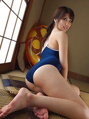 Asami Tsubaki Asian shows hot bum in swimming suit while playing