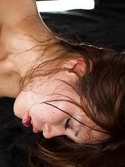 Suda Natsuki deepthroats