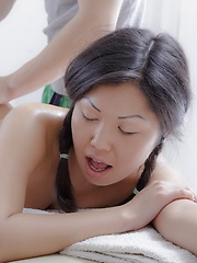 Happy ending oil massage for Veiki and her fantastic body