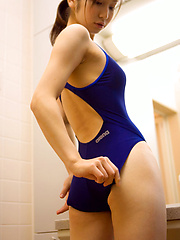 Kaori Ishii Asian in tight bath suit shows that is ready for sea