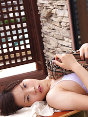 Airi Sakuragi Asian unbottoms shirt and shows chest in white bra