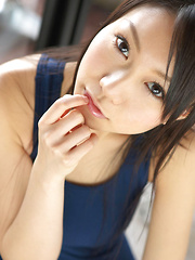 Tomoyo Hoshino Asian is sexy and happy to pose in swimming suit