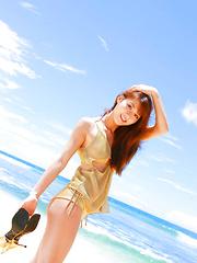 Saki Yamaguchi Asian takes clothes off to feel sun of her skin
