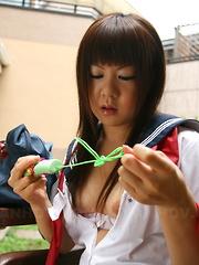 Shino Mizusawa licked and toyed outdoors