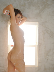 Stunning Runa Sesaki takes a bath for cam