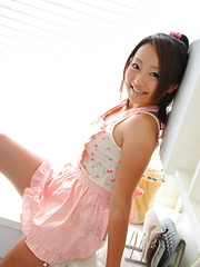 Sexy babe You Shiraishi poses on the floor
