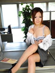 Arousing Iroha Kawashima strips at her work
