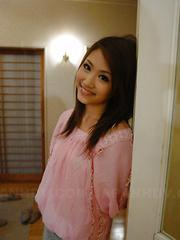 Sexy teen maid Iori Mizuki gives head on bed