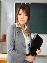 Arousing Yuno Hoshi poses as a hot teacher