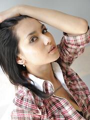 Sensual Maria Ozawa reveals her boobs to cam