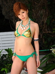 Arousing hot Japanese babe poses in a bikini