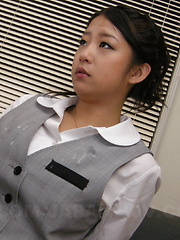 Satomi Suzuki really likes cum on her outfit