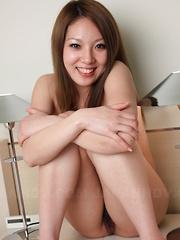 Asian gal Manami Ichikawa shows her vagina
