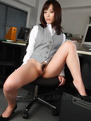 Super hot Asian slut Arisa Suzuki shows off