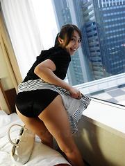 Slutty Asian Ryo Akanishi sucks a fine dick