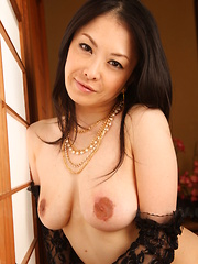 Asian darling Sayoko Machimura showing off