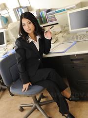 Wonderful cutie Satomi Suzuki showing off