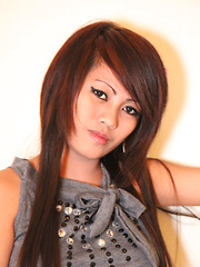 Sultry young Pinay minx shows off her skills for lucky foreigner